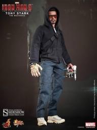 Iron Man 3: Tony Stark (The Mechanic) 1/6 Actionfigure