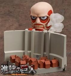 Shingeki no Kyojin: Nendoroid Colossal Titan & Attack on Titan Playset